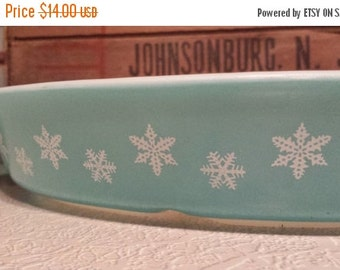On Sale PYREX 'Snowflake' Pattern ~ Turquoise with White Snowflakes ~ Cinderella Oval ~ 1.5 QT. Divided Dish ~ No Lid