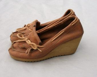 SALE Size 8.5 Vintage 70s CHEROKEE Tan Leather Wedge Platform Shoes
