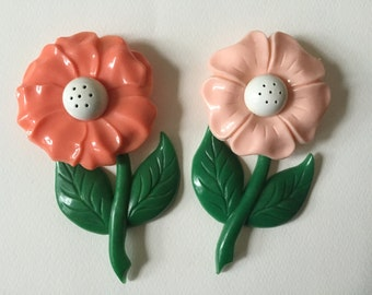 FLOWER POWER. Vintage Pink Posies Salt and Pepper Shakers - Twist Off Tops - Made in USA - Cheerful Fun and Unique - Great Gift Idea