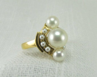 On Sale! Appraisal Value 2300. Circa 1950 18kt Yellow Gold Ring set with Cultured Pearls