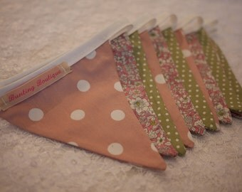 Small Classic Bunting. Party Bunting. This lovely floral and spotty strand is 3m long.