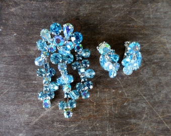 Vintage Weiss Blue & AB Rhinestone w Faceted Bead Dangles Pin and Earring Set