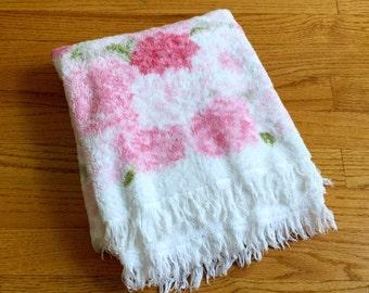 Vintage 1960s Bath Towel / 60s Fieldcrest Royal Velvet Bath Towel / Plush White Cotton, Pink Floral Print