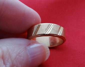 Vintage NOS new old stock gold tone size 5.75 band style ring in unworn condition