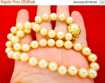 """20% off sale Vintage hand knotted pearl 15"""" necklace in great condition"""
