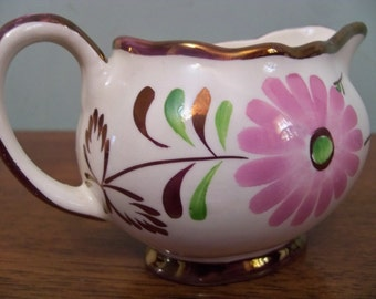 beautiful creamer rays pottery england