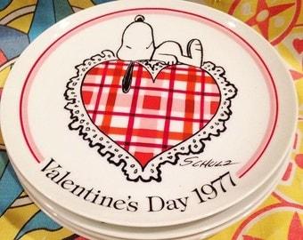 4 Peanuts Snoopy Valentine's day 1977 plates