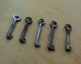 Vintage Silver Rusty Aged Metal Keys - Old Silver Toned Small Metal Keys - Old Small Key - Rusty Skeleton Keys - Assemblage Hardware