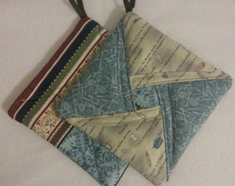 Kitchen Gadgets - Quilted Fabric Potholder Pair