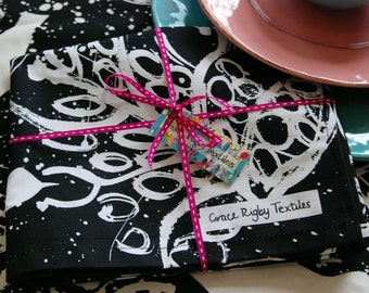 Kitchen Gift Bundle X One Apron and One Tea Towel. Black and White. Manufactured in the UK.