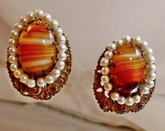 FALL SALE Vintage Banded Agate and Faux Pearl Earrings.  Glass Brown Agate and Pearl Clip Earrings.