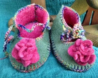 Waldorf Baby Slippers Wild Rose,Green Wool Baby Shoes,Wool Felt Slippers,Toddler Wool Slippers,Hand Dyed Wool Felt Shoes,Made to Order