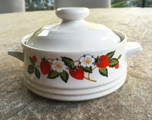 Lidded Casserole Dish, Sheffield Strawberries n cream, Oven To Table, Ceramic Bakeware, White Daisies Wild Strawberries Stoneware Collection