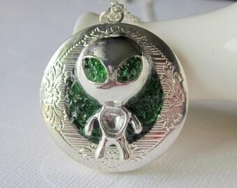 Alien Locket Alien Necklace Space Locket Sci Fi Jewelry Large Head Alien Pendant Custom Alien Jewelry Green Eyes Extraterrestrial Life