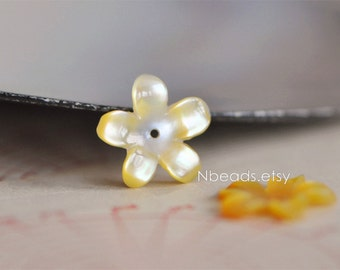 10pcs Yellow Mother of Pearl Shell Carved Flowers 14mm Flat Back (V1219)