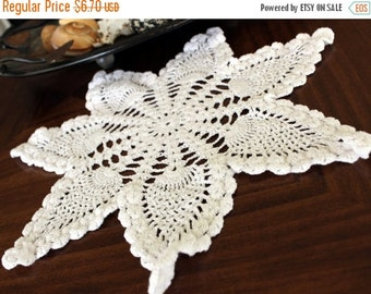 Crochet Doily - 14 Inch, Pineapple Patterned, Vintage Doiles 13017
