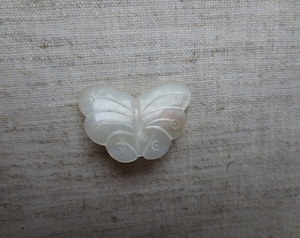 Beautiful vintage mother of pearl butterfly pin. Wholesale lot of 1.