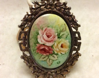 Vintage hand painted porcelain brooch pin. 1940s