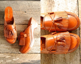 Platform Wood Clogs Sz 7  //  70s Leather Clogs  Sz 37.5  //  THE PINWHEEL