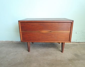 MID CENTURY MODERN End Table or Nightstand