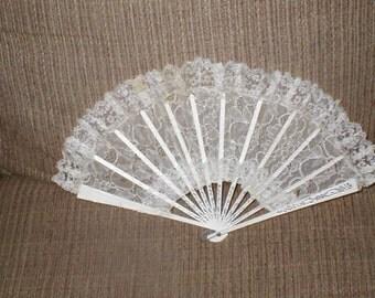 Antique Ivory Lace Folding Fan