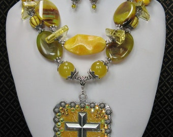 COWGIRL WESTERN NECKLACE / Chunky Yellow Statement Necklace / Cross Jewelry / Chunky Gemstone Necklace / Bold Western Bling - GoLDeN FaiTh