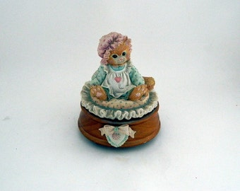 "Calico Kittens Enesco Musical ""Just Thinking About You"" - Priscilla Hillman 1992 - Plays ""Can't Smile Without You"""