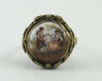 Vintage Fragonard Courting Couple Cameo Porcelain Ring