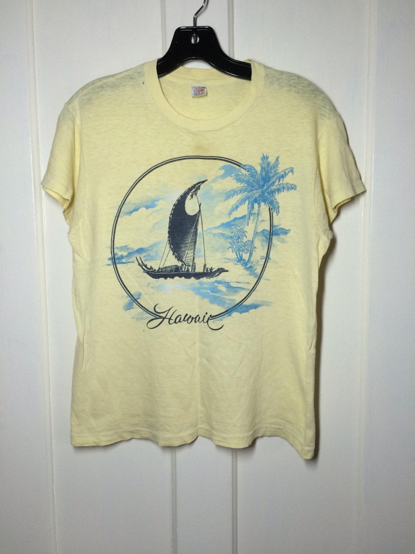 Vintage 1970 39 s hawaii souvenir t shirt size medium looks for Hawaii souvenir t shirts