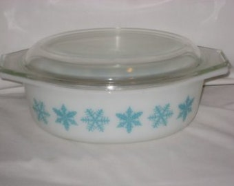 Vintage Pyrex Snowflake Casserole Dish with Lid