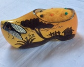 Vintage Dutch Clog. Yellow hand painted clog with large Bee. Needle felted Wool Pincushion. Sewing accessory, Pins n Needles, Needle holder
