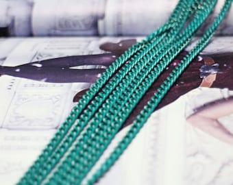 big shiny bluish-green Al chain