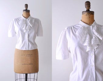 1950's white blouse. l. 50 ruffled blouse. cotton. ascot. pleated. peasant top. vintage.