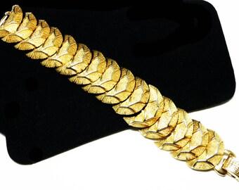 Vintage Coro Signed Bracelet - Goldtone Cresent Links - 1960's Classic Design