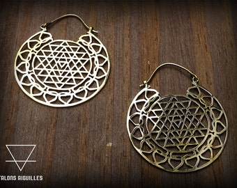 Boucles d'oreille lotus, et géometrie sacrée laiton # brass earring Sri yantra and lotus