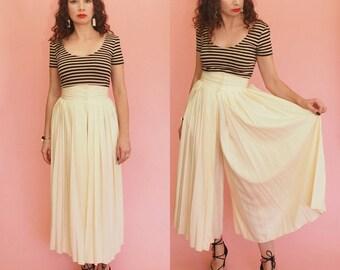80s Culottes // 90s Culottes // High Waisted Culottes // High Waisted Palazzo Pants // Creme Pants // Pleated Pants // Vintage