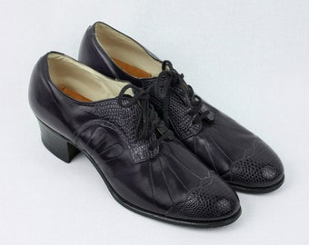 museum quality vintage 1930s shoes • FOOT MODEL lace up with novelty sole