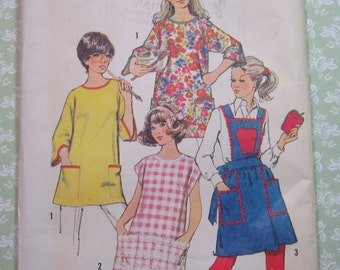 UNCUT Vintage 1970s Simplicity Pattern 5377 Misses Set of Aprons and Potholder Size Small 8-10