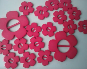Hot Pink Retro Flower Shaped Plastic Buckles. 12 Pieces Set, New Old Stock.