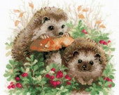 NEW UNOPENED Russian Counted Cross Stitch KIT Riolis 1469 Hedgehogs Lingonberrie