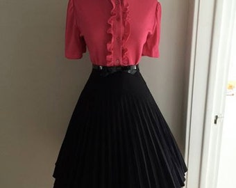 VINTAGE 1950s 1960s Style Black Accordion Style Pleated Full Skirt