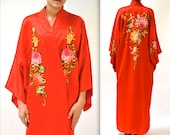 Vintage Asian Embroidered Jacket Robe Red Silk Chinese Size Medium Large// Vintage Chinese Robe