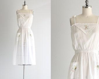 Vintage Day Dress . 1950s 50s Summer Dress . White Button Back Dress . Sundress