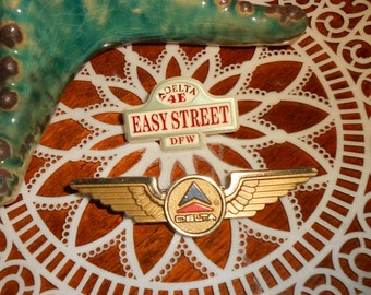 1988 Dallas Fort Worth DFW Airport Delta Terminal 4E Easy Street Lapel Pinand 1970 Jr Wings Pin
