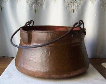 Vintage Hand Hammered Antique Copper Soup / Stew Pot Small Cauldron w/ Pour Spout circa 1910s