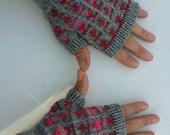 Grey fingerless gloves with pink fairisle design - wristwarmers - mittens - mits