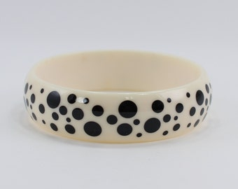 Vintage 1987 Avon Polka Dots Ivory Off White Black Plastic Retro Mod Pin Up Pop Bangle Bracelet