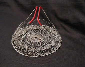 Vintage Wire Folding Egg Basket with Red Plastic Covered Handles, Farmhouse, Collapsible Wire Basket