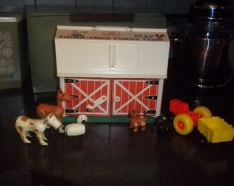 Vintage Fisher Price farm - dated 1967 with animals, tractor in great condition!