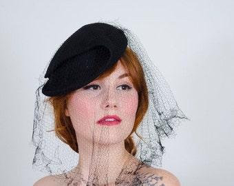 25% OFF SALE / 1930s vintage hat / tilt hat / Madame Suzy